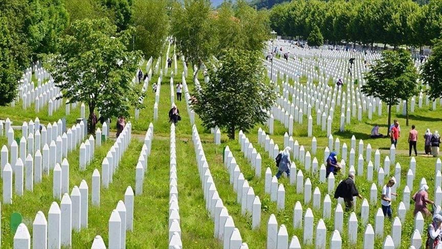 Musulmonai mini Srebrenicos genocido įvykių 26-metį