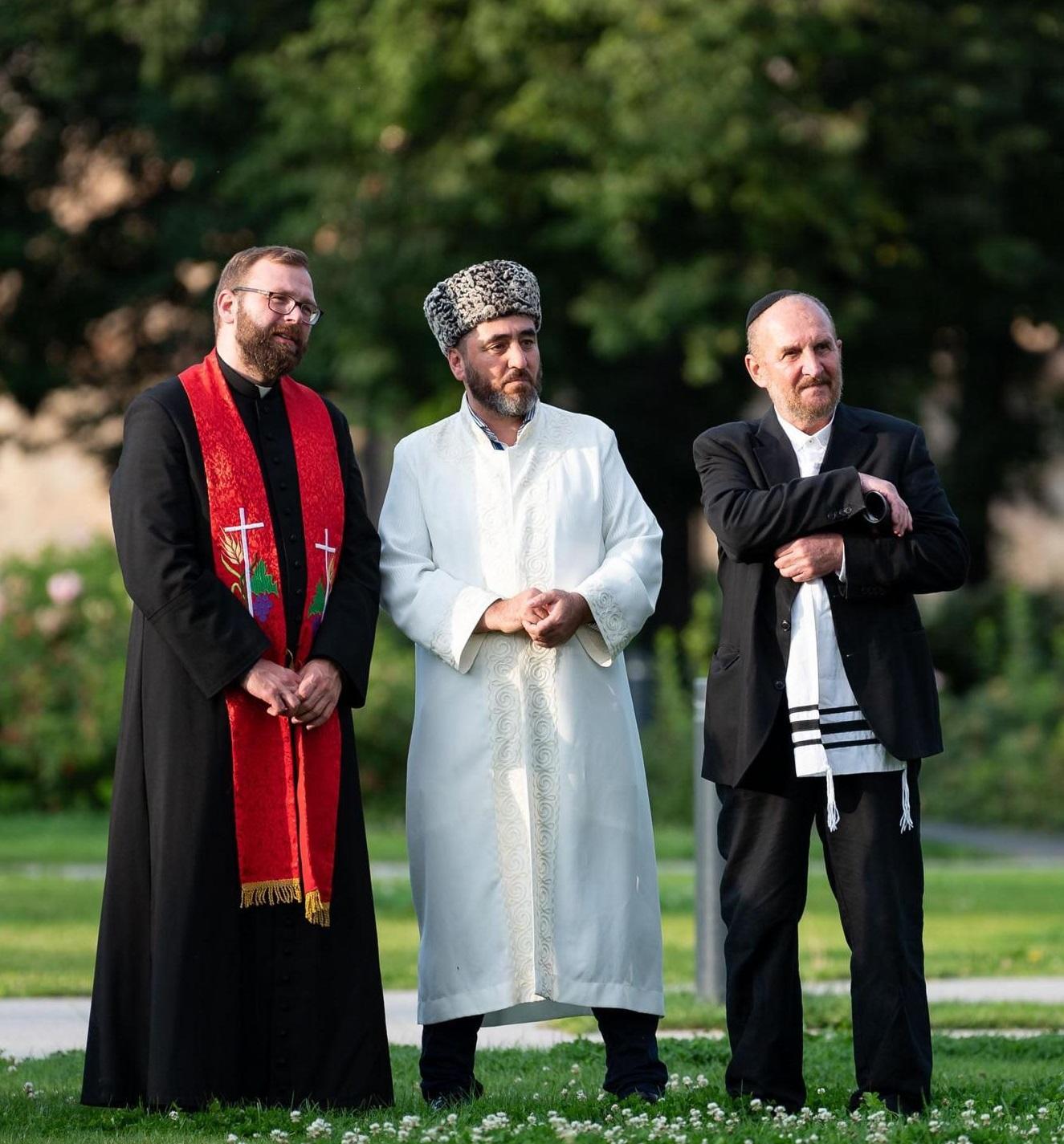Trijų Abraomo religijų (krikščionybės, islamo, judaizmo) pasekėjų malda Lukiškių aikštėje